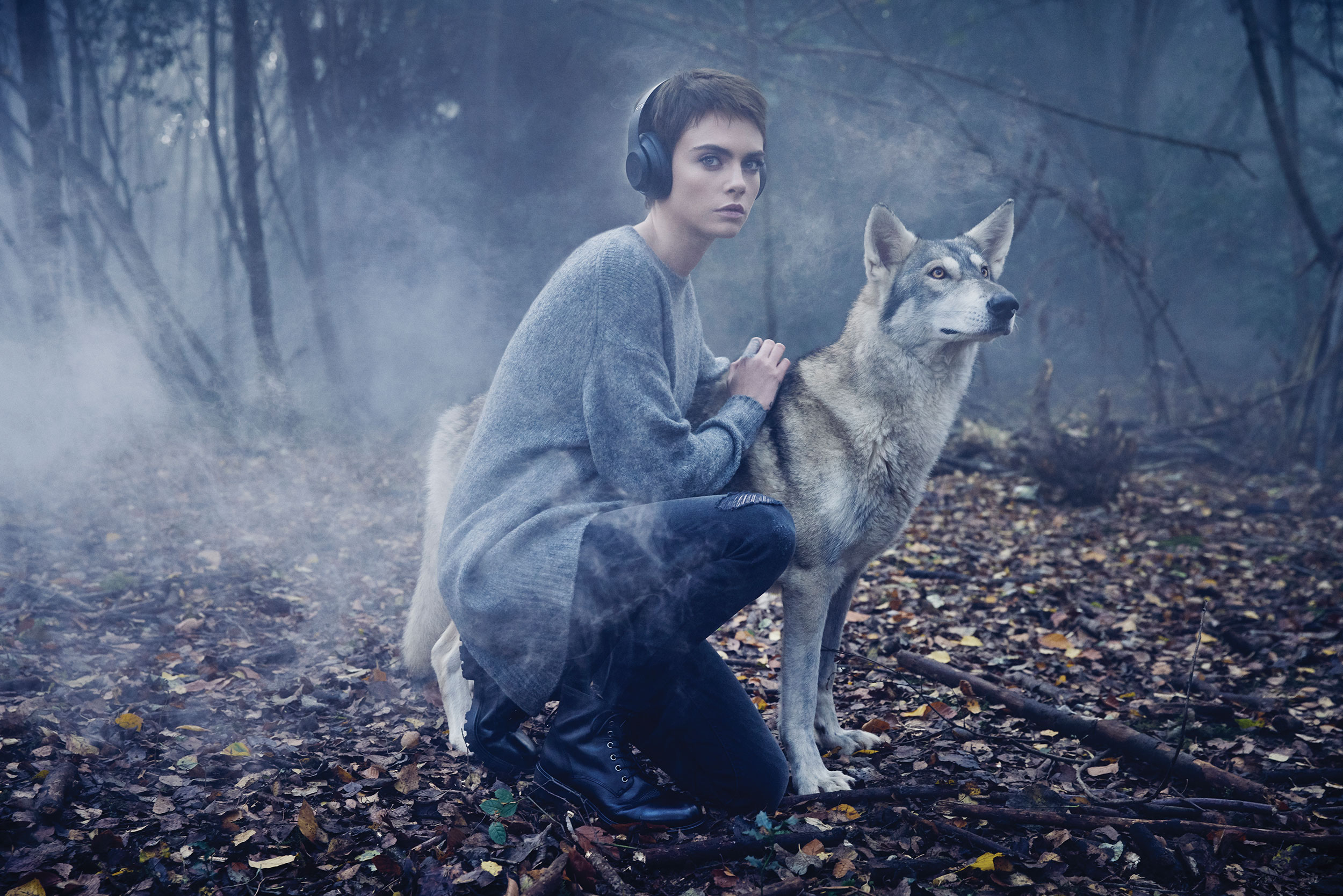 SATN_CARA_DELEVINGNE_SW_BLACK_WOODS_WOLF_WITH_HEADPHONES_051